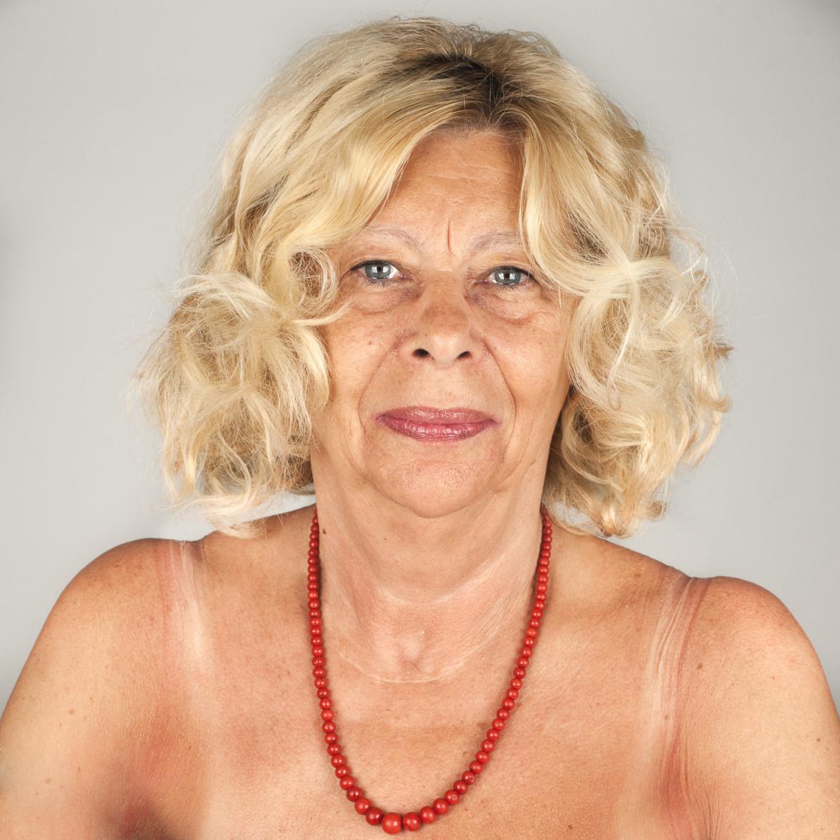 Gloria-Ghelfi-73-anni-pensionata-gloriosamente-ex-insegnante